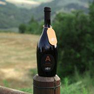Birra Ambrata La Cotta con vista delle colline del Montefeltro