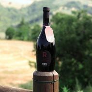 Birra Rossa La Cotta con vista delle colline del Montefeltro